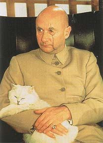 Donald Pleasance as Blofeld with Solomon the white cat